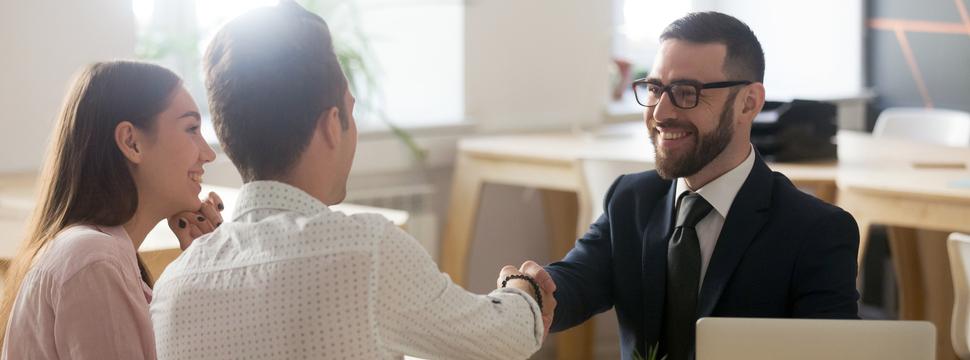 ¿Qué debo hacer para trabajar como asesor comercial?