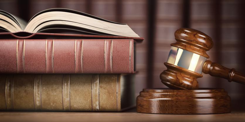 ¿Se puede acceder con un título de FP a la carrera de Derecho?